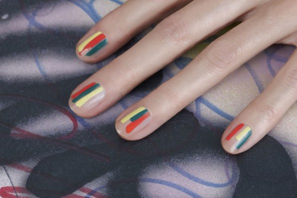 beauty-2015-03-simple-stripe-nail-art-jin-soon-tila-march-collaboration-main