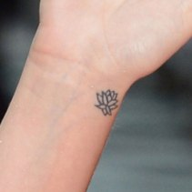 katy-perry-lotus-wrist-tattoo