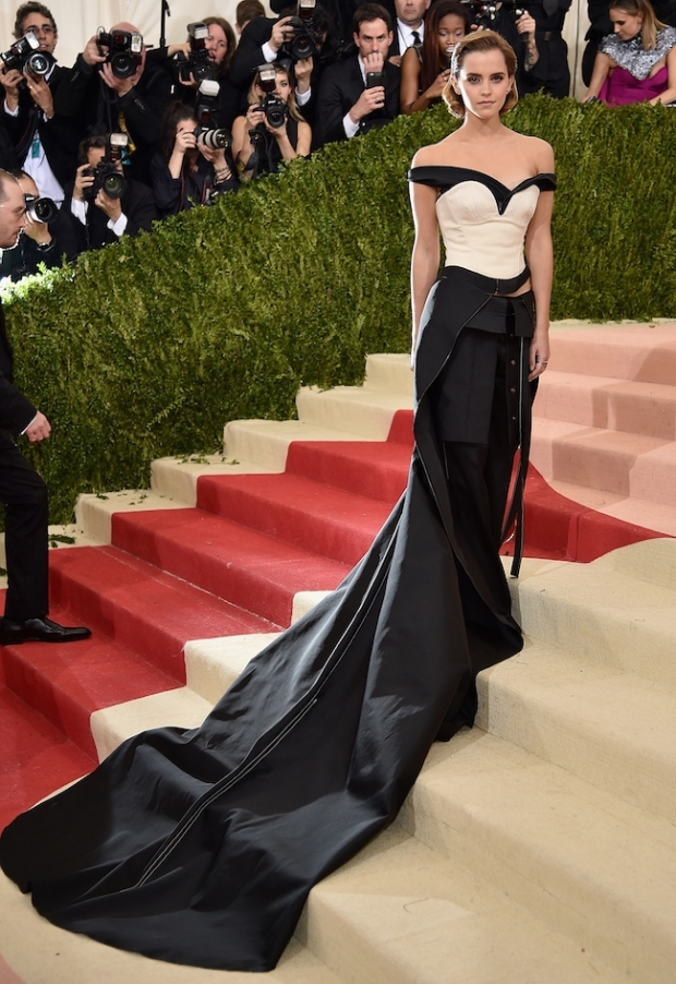 emma-watson-attends-the-manus-x-machina-fashion-in-an-age-of-technology-costume-institute-gala-at-metropolitan-museum-of-art-on-may-2-2016-in-new-york-city