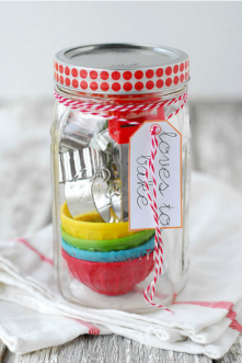 gallery-1457376198-rbk-mason-jar-gifts-loves-to-bake-s2-mothers-day