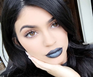 kylie-jenner-new-lip-kit-shade-majesty-black-blue