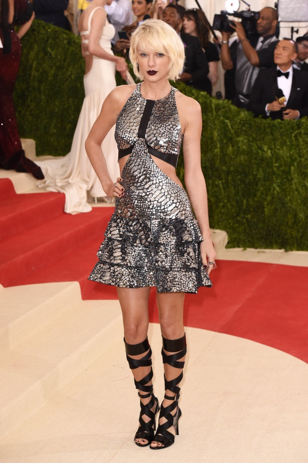taylor-swift-in-louis-vuitton-at-2016-met-gala-in-new-york-city-7