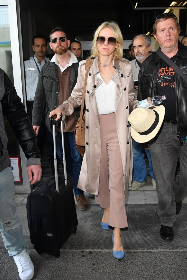 naomi-watts-cannes-airport-cropped-trousers