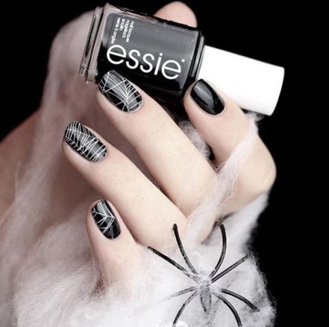 essie-spiderwebs-nails